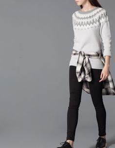 жаккардовый свитер с камнями