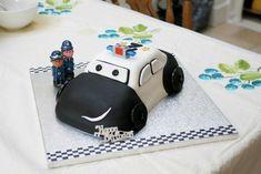 Google Bilder-resultat for http://www.ratemycakes.com/images/cakes/1723855455Police_Car_Cake_2.gif