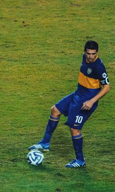 Best Football Players, Fifa World Cup, Soccer, Pants, Romance, Iphone, Football Pictures, Soccer Pictures, Sports