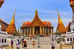 With this guide you can start to discover the best of Bangkok in just 48 hours! Mixing the finest cultural attractions, bargain shopping that you might easily miss and the best of Bangkok by night, this 2 Days in Bangkok Guide is a great starting point for anyone visiting