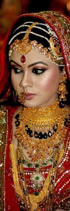 . Asian Wedding Makeup, Unique Faces, Light Therapy, Indian Jewelry, Indian Fashion, Light Colors, Jewelry Collection, Fancy, Pretty