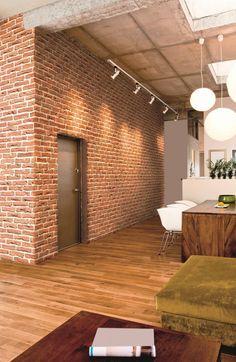 Décoration industrielle : découvrez le Parement mural Brique en pierre reconstituée idéal pour habiller vos murs intérieurs.