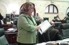 Exigen al gobernador cese alegado patrón de abusos en contra de los maestros