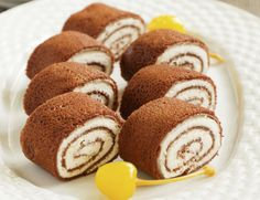 Kakaós palacsinta kókuszos túrókrémmel (Chocolate Pancake Rolls with coconut sweet curd cheese cream) No Salt Recipes, My Recipes, Sweet Recipes, Hungarian Cookies, Pancake Dessert, Dessert Original, Chocolate Pancakes, Griddle Cakes, Torte Cake