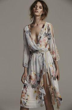 Primrose split sleeve midi dress, in posie dresses mode, klä Fashion Moda, Look Fashion, Womens Fashion, Fashion Trends, Fashion Clothes, Feminine Fashion, Feminine Dress, Fashion 2020, Dress Fashion