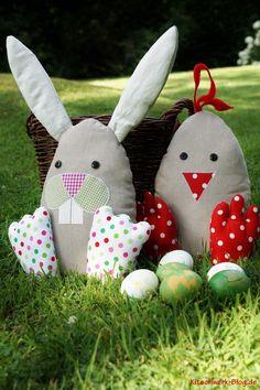 Nähanleitung für farbenfrohe Osterhäschen als Türstopper / diy sewing instruction: Easter bunny, home decoration by Kitschwerk via DaWanda.com