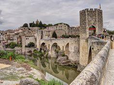 Besalú (Girona) 30 pueblos medievales más bonitos de España (parte 1)