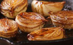 Soğan çorbasından ev yapımı hamburgere kadar farklı yemeklerin tadına tat katan karamelize soğan tarifi... Yapınız, yaptırınız.