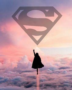 Supergirl - Geek World Supergirl Serie, Supergirl Superman, Supergirl Season, Melissa Supergirl, Supergirl And Flash, Supergirl Drawing, Series Dc, Super Heroine, Kara Danvers Supergirl