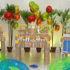 Balões metalizados deram um toque especial na mesa de aniversário com tema Havaí. #flexmetal #balao #balaodecoracao #balaopersonalizado #balaometalizado #balaodefesta #baloesmetalizados #baloespersonalizados #alegria #festa
