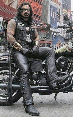 Batman v Superman figurine Dynamic Heroes Armored Batman Biker Clubs, Motorcycle Clubs, Harley Davidson T Shirts, Harley Davidson Bikes, Biker Photoshoot, Scruffy Men, Biker Style, Good Looking Men, Leather Men