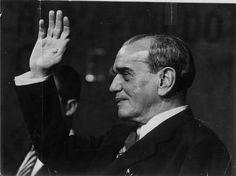 30 de Diciembre de 1890 nace en Veracruz, Adolfo Tomás Ruiz Cortines fue un contador, militante revolucionario y político PRIísta mexicano que se desempeñó como Presidente de los Estados Unidos Mexicanos en el sexenio de 1952 a 1958.