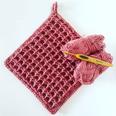 Lovely colour for your kitchen Dishcloth Knitting Patterns, Crochet Poncho Patterns, Crochet Potholders, Crochet Cushions, Crochet Blocks, Crochet Pillow, Sewing Patterns, Crochet Home, Crochet Yarn