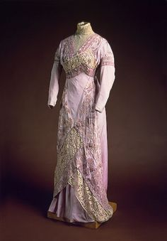 Visiting dress, Anna Gindus's workshop in St. Petersburg, 1910s. Embroidered silk, lace, and chenille. State Hermitage Museum