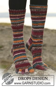 """DROPS socks with toes in """"Fabel"""". US Size 2 – 10½. EU Size 32 – 43. ~ DROPS Design"""