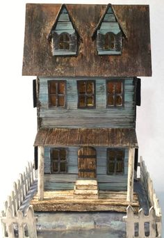 How to make this cool looking Sea Worn Beach House. It's easy to make out of cardboard and is perfect for your home decor. Small Wooden House, Small Houses, Paper Houses, Cardboard Houses, Advent House, Putz Houses, Haunted Houses, House Template, Storybook Cottage
