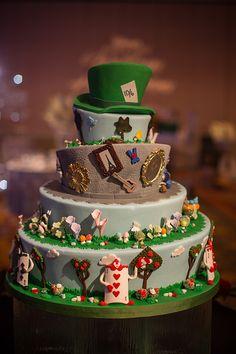 Alice in Wonderland wedding cake Alice In Wonderland Cakes, Alice In Wonderland Wedding, Beautiful Cakes, Amazing Cakes, Disney Inspired Wedding, Disney Weddings, Mad Hatter Cake, Cupcake Cakes, Cupcakes