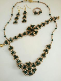 This Pin was discovered by Pir Bead Jewellery, Jewelery, Handmade Beads, Handmade Jewelry, Macrame Colar, Jewelry Sets, Jewelry Making, Beaded Necklace, Beaded Bracelets