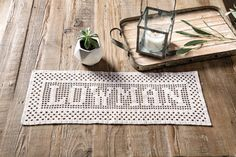 Another new Annie's video! Filet Name Banner project from Learn Filet Crochet Using Thread and Yarn! video by Susan Lowman Filet Crochet Name Pattern, Annie's Crochet, Fillet Crochet, Learn To Crochet, Crochet Classes, Crochet Videos, Crochet Alphabet Letters, Types Of Knots, Name Banners