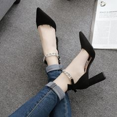 Vogue heeled sandals for comfortable shoes. New chic beautiful sandals for women - Ustyle Black High Heels, High Heels Stilettos, Beautiful High Heels, Beautiful Sandals, Beautiful Women, Shoes With Jeans, Fancy, Womens High Heels, Women's Shoes Sandals
