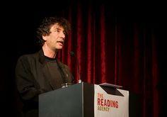 Lo leemos así: Neil Gaiman: Tenemos la obligación de leer en voz alta a nuestros hijos, de poner voces