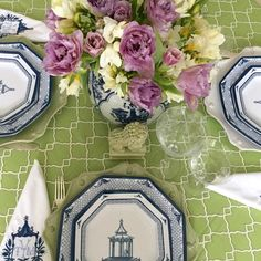 Shall we all just pretend we're about to eat dinner at this table by @theenchantedhome ?  #prettytablesetting