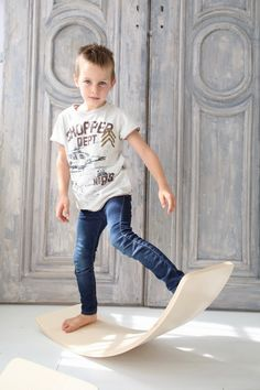creatimber is a waldorf inspired balanceboard which doesn't provide ready-made soultions. Play, Inspiration, Furniture, Home Decor, Inspired, Biblical Inspiration, Decoration Home, Room Decor, Home Furnishings