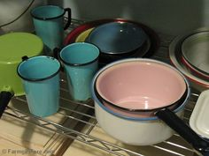 More vintage enamelware. I just love this stuff. It's practical *and* pretty!