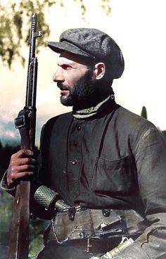 Portrait d'un groupe de guérilla soviétique soldat Sobolev avec un fusil SVT-40. Pin by Paolo Marzioli