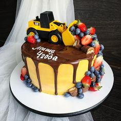 2nd Birthday Party For Boys, 3rd Birthday Cakes, Construction Birthday Parties, Construction Party, Digger Cake, Truck Cakes, Drip Cakes, Confectionery, Cute Food
