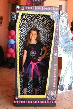 Monster High fiesta de cumpleaños temática con un montón de ideas realmente lindo de las ideas del partido a través de Kara KarasPartyIdeas.com # MonsterHighParty # MonsterHighC ...