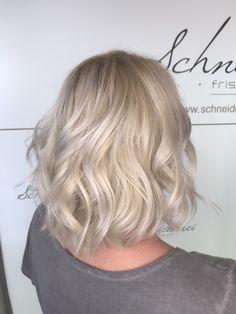 Silver blond hair curls Blonde Curls, Curled Hairstyles, New Hair, Hair Styles, Silver, Shaving Machine, Barbershop, Hairdressers, Dressmaking