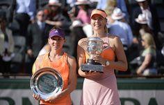 Maria Sharapova est venue à bout de Simona Halep en trois sets. La Russe s'impose 6/4-6/7-6/4.