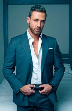 Bildergebnis für suit and tie pecs porn Stylish Mens Haircuts, Stylish Mens Outfits, Sharp Dressed Man, Well Dressed Men, Stylish Men Over 50, Logan Moore, Men's Business Outfits, Costume Sexy, Beard Styles For Men