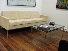 Classic modern design: Florence Knoll sofa