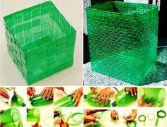 Cajas contenedoras con botellas recicladas