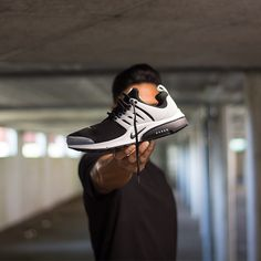 Nike Air Presto Black/White, shop this sneaker at http://www.frontrunner.nl