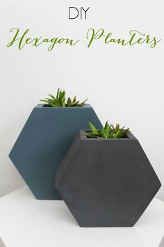 Make your own chic Hexagon Wall Planters with this simple DIY tutorial! Free plans included :) LOVE the geometric design!