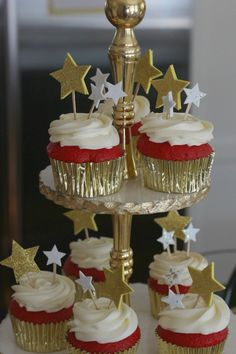 Red Carpet Cupcakes fun and easy to make for a sweet 16 bash! Red Carpet Theme Party, Red Carpet Event, Hollywood Red Carpet, Hollywood Theme, Hollywood Glamour Party, Hollywood Sweet 16, Cupcakes, Hollywood Birthday Parties, Sweet 16 Parties