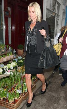 Los bolsos iconos de las firmas de moda: Kate Moss con el Muse de Yves Saint Laurent