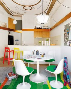 Tulip table and chairs        colorful-apartment-ideas-from-barcelona-4.jpg