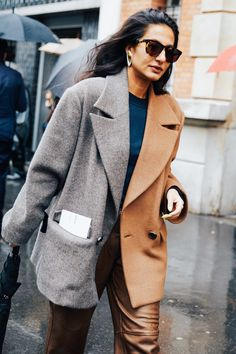 Take a look at some of the best street style looks spotted at the most fashionable shows of Paris Fashion Week Fall/Winter Look Street Style, Street Style Looks, Linda Evangelista, La Fashion Week, Fashion Show, Vogue Paris, Cool Street Fashion, Warm Coat, Style Inspiration