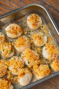 Crispy Baked Scallops (with Buttery Panko topping!) - Dinner, then Dessert - Crispy Baked Scallops are buttery and crispy with panko, Parmesan Cheese, paprika, butter and olive - Korean Beef Recipes, Fish Recipes, Seafood Recipes, Cooking Recipes, Dinner Recipes, Recipies, Dinner Ideas, Prawn Recipes, Dinner Dishes