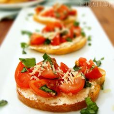 Whipped Feta Bruschetta is one of my favorite appetizers to make! Tastes so fresh, is so easy to prepare, and is always a hit. Grilled Salmon Recipes, Avocado Recipes, Whipped Feta, Salsa, Appetisers, Yummy Appetizers, I Love Food, Cooking Recipes, Drink Recipes