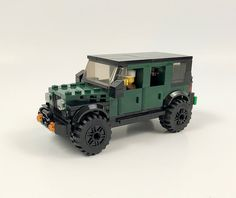 After a break, here's my first MOC of This SUV MOC has design elements similar to the Jeep Cherokee MOC that came before it. This means that this MOC has a chassis and can seat 4 minifigs. Lego Ww2, Lego Army, Lego Camper, Lego Jurassic, Jurassic Park, Lego Machines, Lego Creative, Lego Truck, Lego Speed Champions