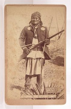 1886 NATIVE AMERICAN APACHE INDIAN LEADER GERONIMO CABINET CARD PHOTO By C S FLY