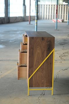 really cool simple idea! metal frame either side, and wooden box.