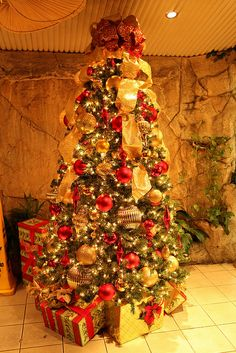 Red and Gold Christmas Tree, via Flickr. This is my favorite christmas tree color combo!