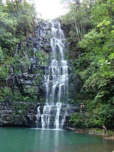 """Ubicado a 200 km de Asunción, a unos 25 km. de el pueblo de """"La Colmena"""", el Salto Cristal es uno de los paisajes mas bellos de Paraguay"""