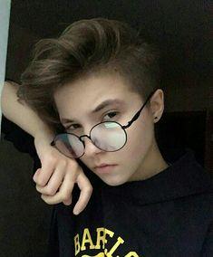 Tomboy Haircut, Androgynous Haircut, Tomboy Hairstyles, Fancy Hairstyles, Transgender Haircuts, Ftm Haircuts, Girls Short Haircuts, Curly Hair Men, Girl Short Hair
